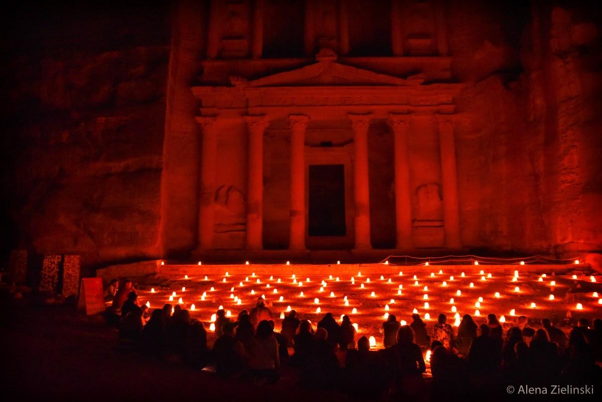 Das Schatzhaus Khazne al-Firaun bei der Kerzennacht in Petra