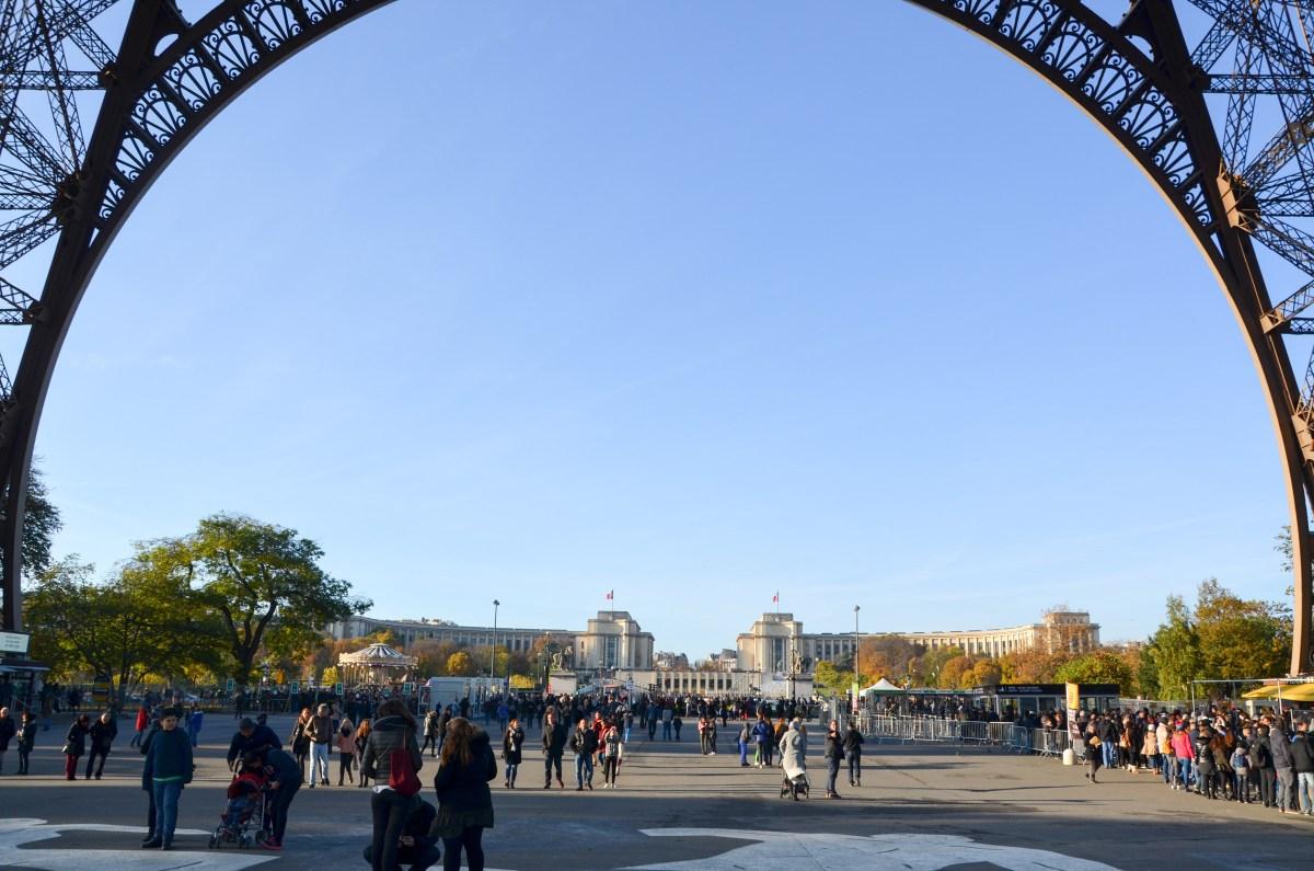 Hinten ist das Palais de Chaillot zu sehen. Foto: Alena Zielinski