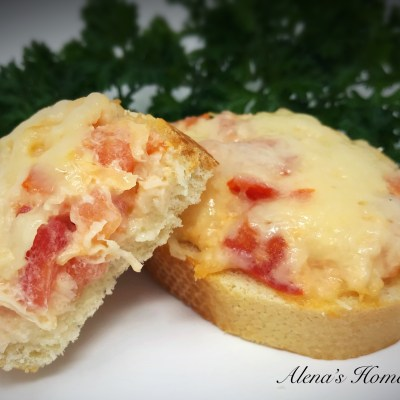 Canned Chicken Canapes aka Mini Pizzas