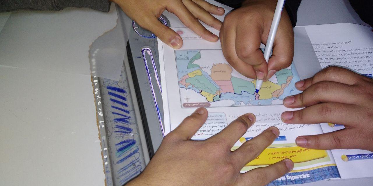 حصة تطبيقية للأستاذ / السيد قاياتي معلم الاجتماعيات بعنوان رسم خريطة الوطن العربي باستخدام إستراتيجية التعلم التعاوني