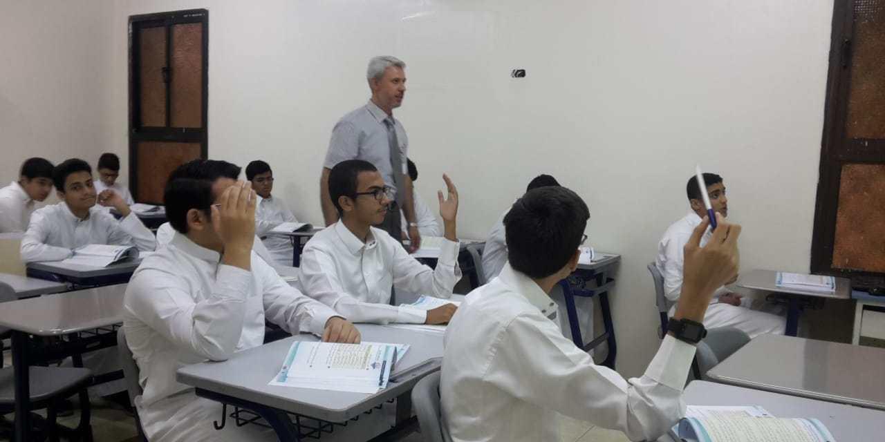 حصة تطبيقية للأستاذ / نضال السليمان بفصل 4/1 بعنوان ( إعراب الفعل المضارع ) باستخدام إستراتيجية الاستقراء