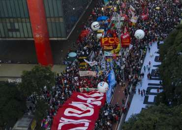Manifestantes vão às ruas em ao menos 23 capitais em atos pelo impeachment de Bolsonaro