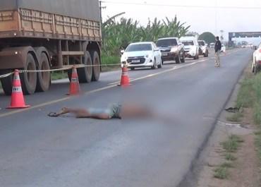 ARIQUEMES: Homem vem a óbito após ter corpo arrastado no asfalto e cabeça esmagada por pneu na BR-364