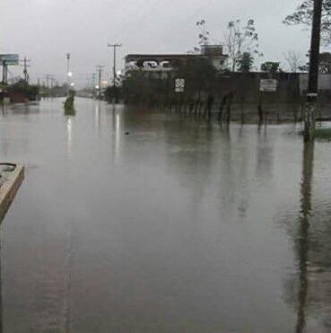 Reportan inundaciones y desbordamiento del Río en #Pichucalco #Chiapas img 5473