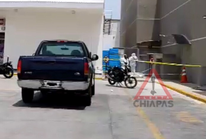 Un hombre murió electrocutado en Plaza Las Flores de Comitán img 0269