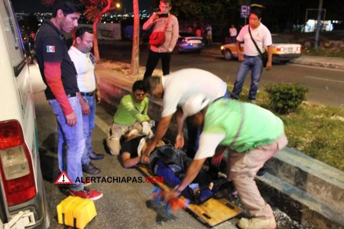 Peatón gravemente herido al ser arrollado frente a la #UNICACH img 5483