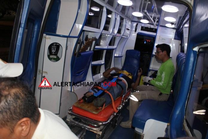Peatón gravemente herido al ser arrollado frente a la #UNICACH img 5484