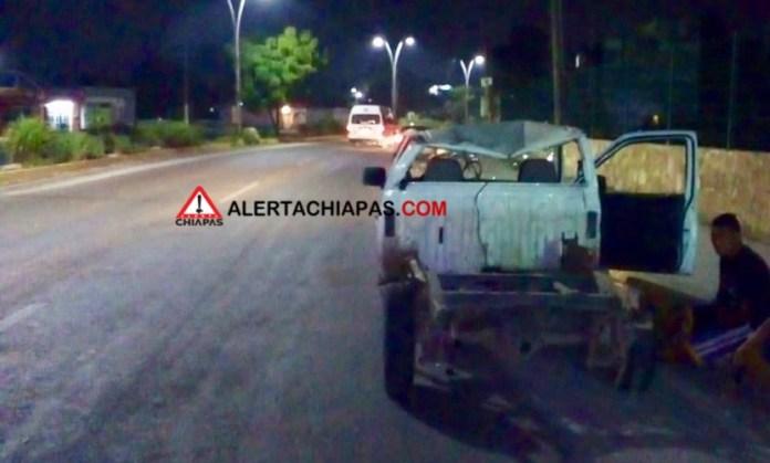 Decenas de pollos muertos por volcadura en la carretera a Emiliano Zapata img 7911