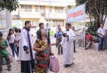 Con pasión y fe, limpian restos de San Pascualito