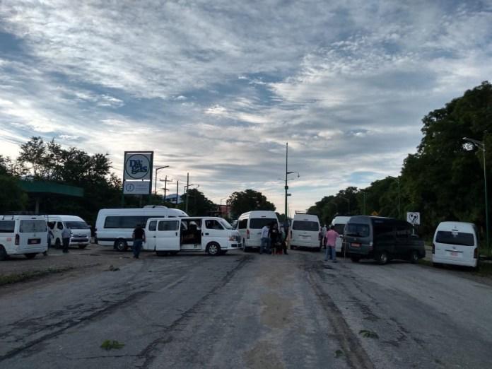 Bloqueo en accesos y salidas de #Tonalá img 1980