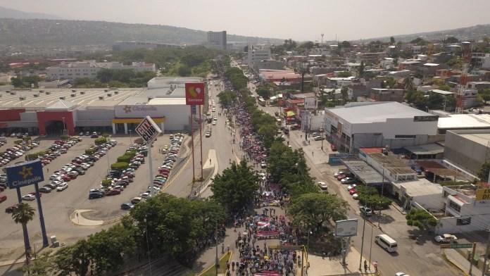 Marchan miles de maestros de CNTE en Chiapas, advierten paro de labores a partir del 10 de septiembre