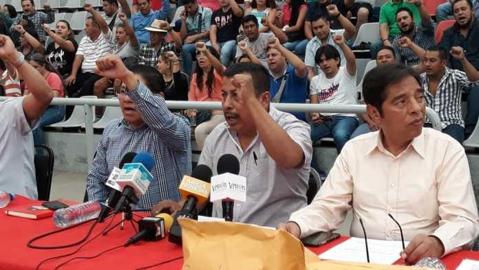 Hasta madrugó Bahamaca en la CNTE para sacar amparos