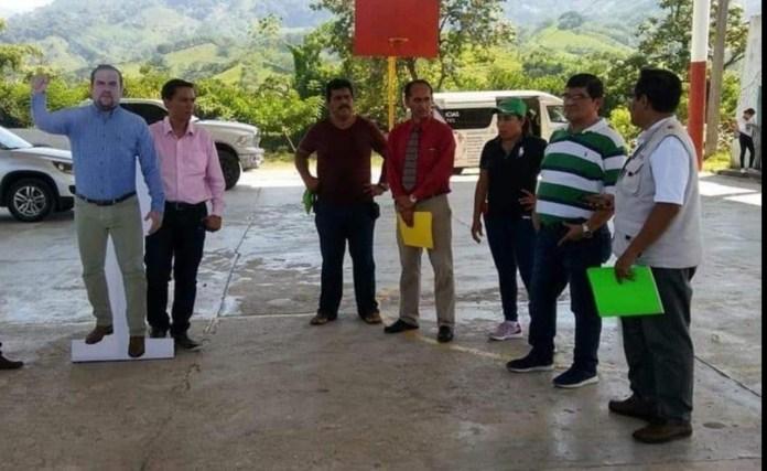Alcalde de #Pichucalco usa foto de tamaño real para no estar ausente en eventos. #Chiapas c0096868 6aaf 4830 834a 8ceeeeb34cd4 1