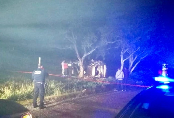 Volcadura en Llano San Juan deja cuatro personas muertas img 6757