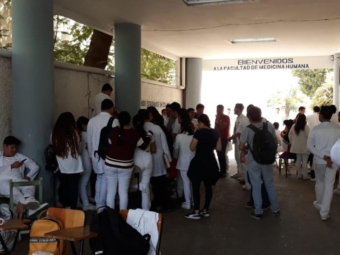 En paro Facultad de Medicina de la UNACH: piden plazas para internado. 9244dd5b 8cfd 4542 8cc2 6f49ea1bc907
