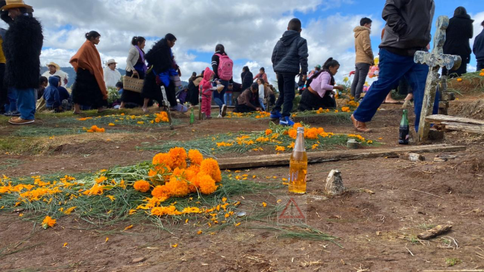 Romerillo, donde reciben a sus muertos con coca cola. #SanJuanChamula #Chiapas phonto 1