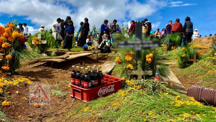 Romerillo, donde reciben a sus muertos con coca cola. #SanJuanChamula #Chiapas phonto 4