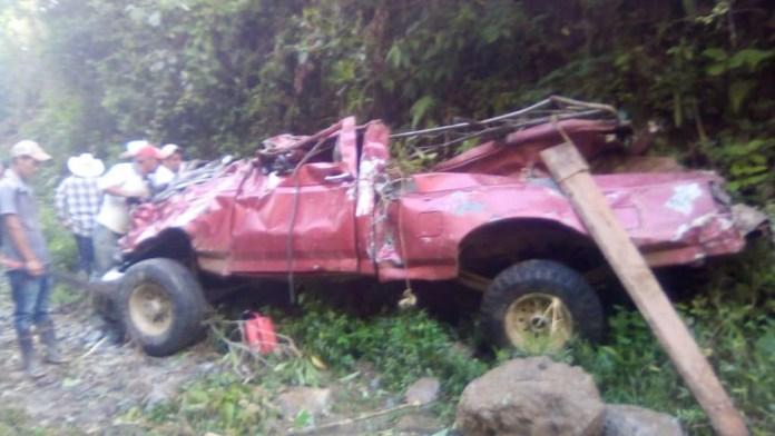 Mueren en volcadura dos y 13 resultan heridos en Ixhuatán df2f786a 8efb 4069 8fab d3435408d7f5