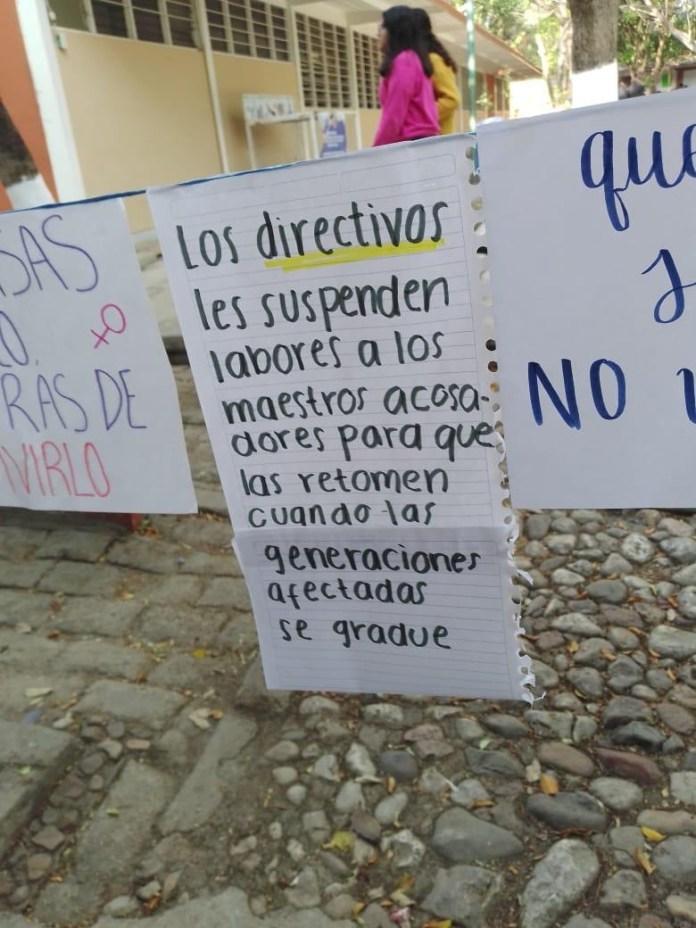 """Realizan """"Tendedero del Acoso"""" en Preparatoria 2, directivos tratan de ocultarlo. 25fe6ac4 3385 448c bd27 71e8d792b6b8"""