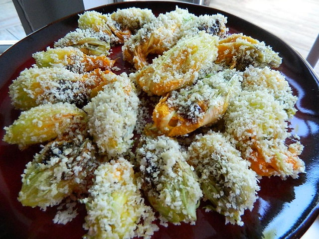 fried_squash_flowers_goatcheese_fig