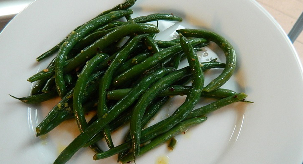 Easy Crunchy Green Beans with Lemon and Garlic