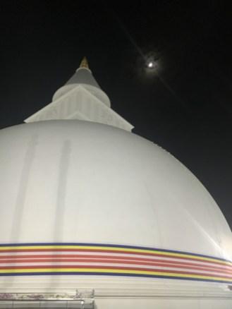 Lo stupa e la luna - Sri Lanka