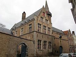 250px-Bruges,_hof_bladelin,_ex-sede_del_banco_medici_02