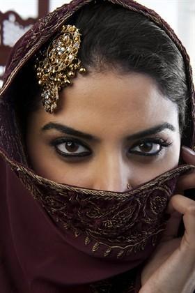 donna-araba-trucco-occhi_280x0