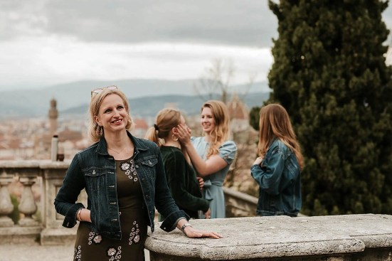 Are you visiting Florence with your loved ones and wish to keep a special memory of it? Ask a professional to take family photos of you! Let these inspire you?