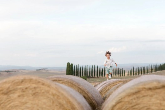 Victor have fun during the shooting. I love family photo session with child involved. Picture by Alessandro Taddeini.
