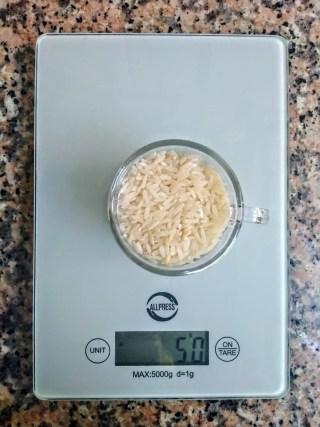 50 grammi di riso crudo sono il contenuto di una tazzina