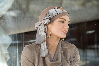 Photo of the turban Yanna Light Brown Floral