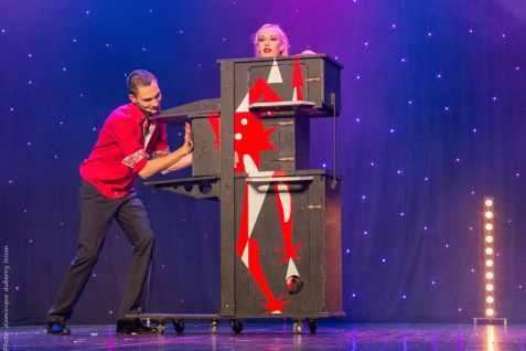 femme coupee elodie lobjois magicien - Spectacle de magie