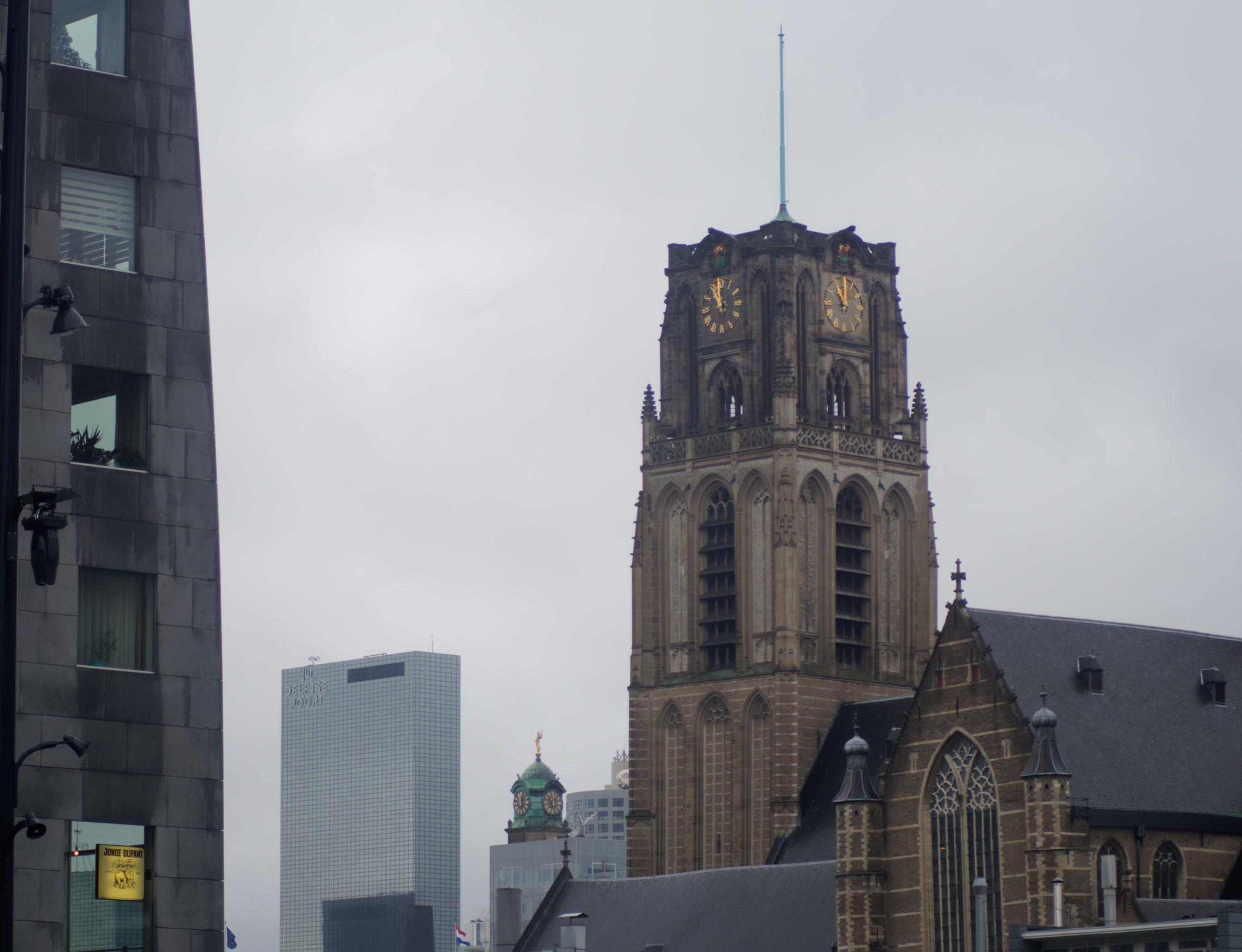 eglise-rotterdam-ville-vue-ciel-gris-noel-2019