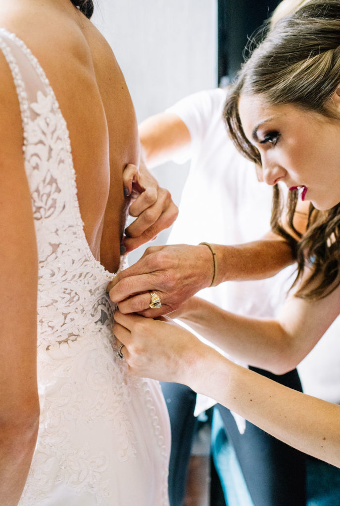 Bride Tribe Ready: How to be the best bridesmaids or maid of honor (MOH), tips by Alexa Kay Events. See more wedding planning advice at alexakayevents.com!