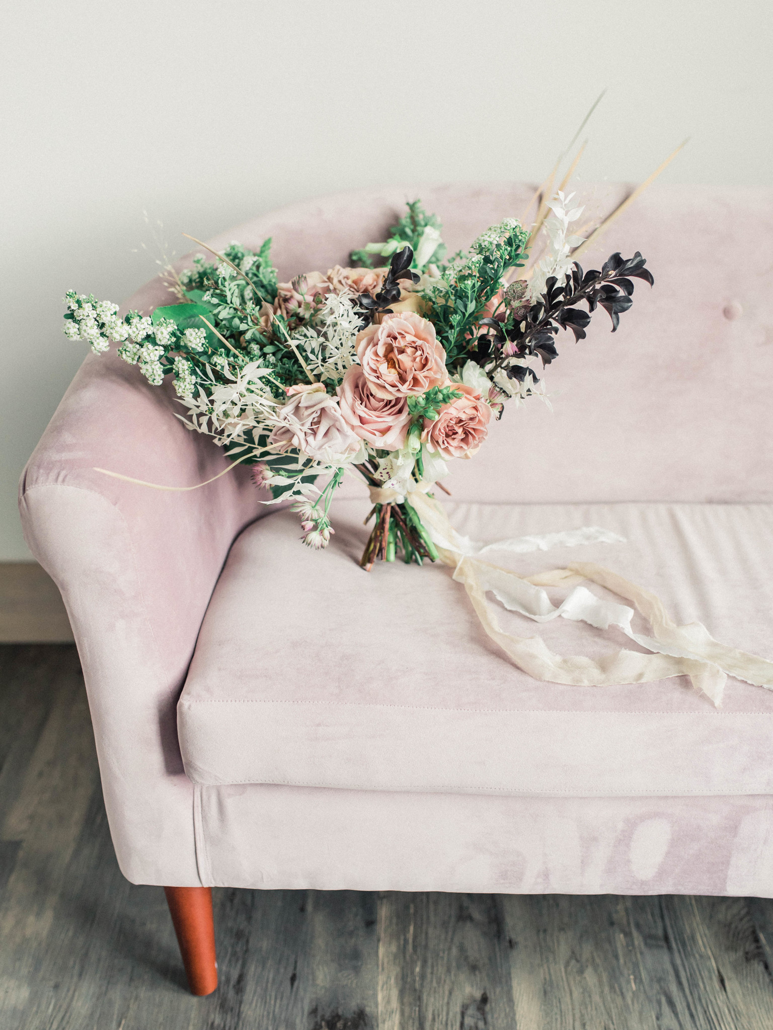 Mauve wedding bouquet on mauve settee: Whimsical mauve wedding inspiration on Alexa Kay Events. See more romantic wedding ideas at alexakayevents.com!