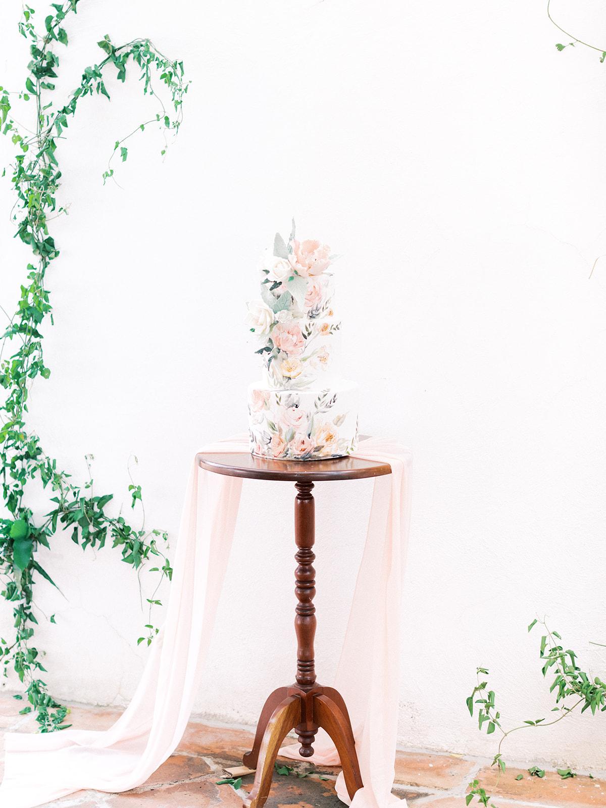 Elegant wedding cake design: Beach Wedding Inspiration | Dominican Republic