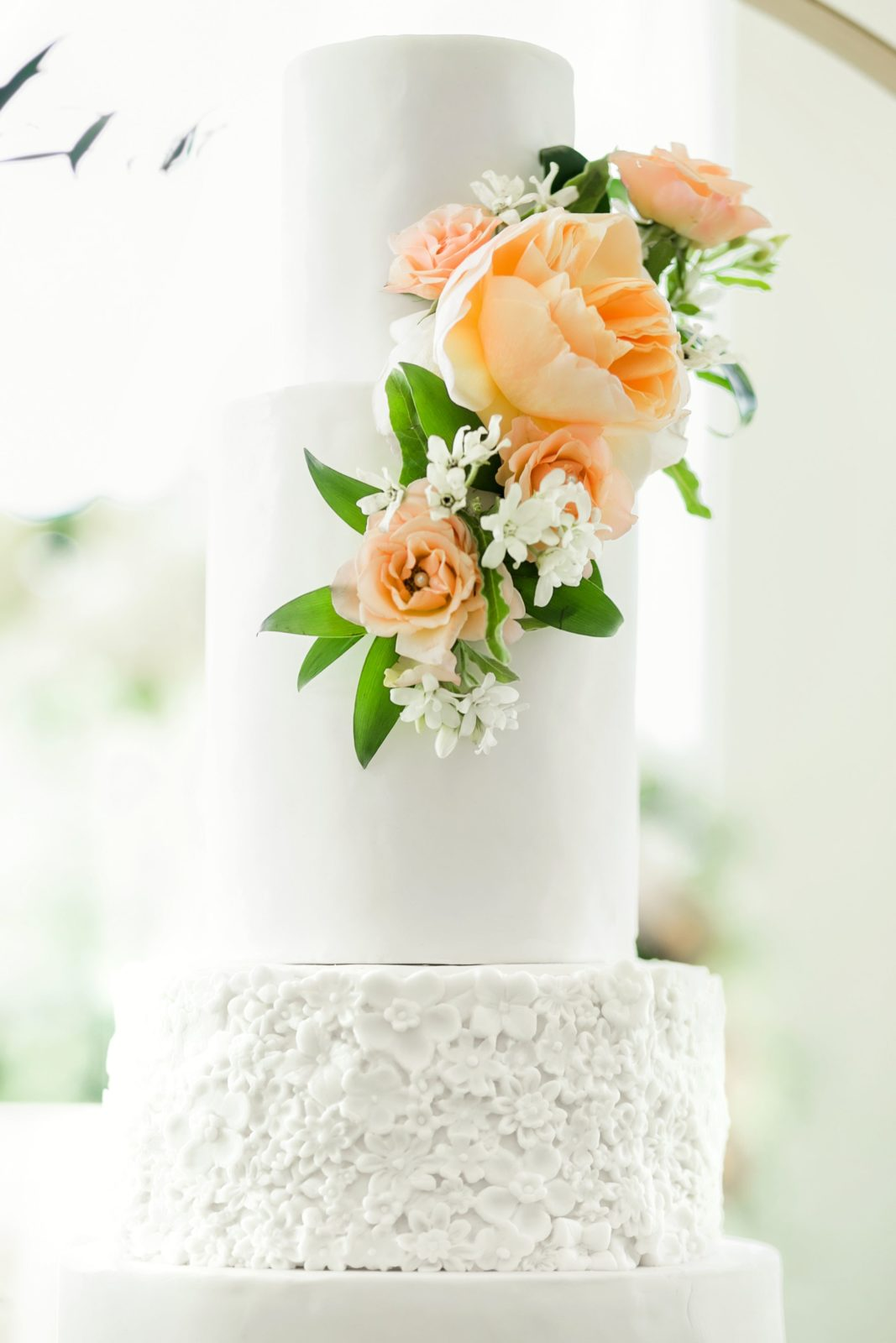 Modern wedding cake design: Sophisticated and Chic wedding inspiration on Alexa Kay Events