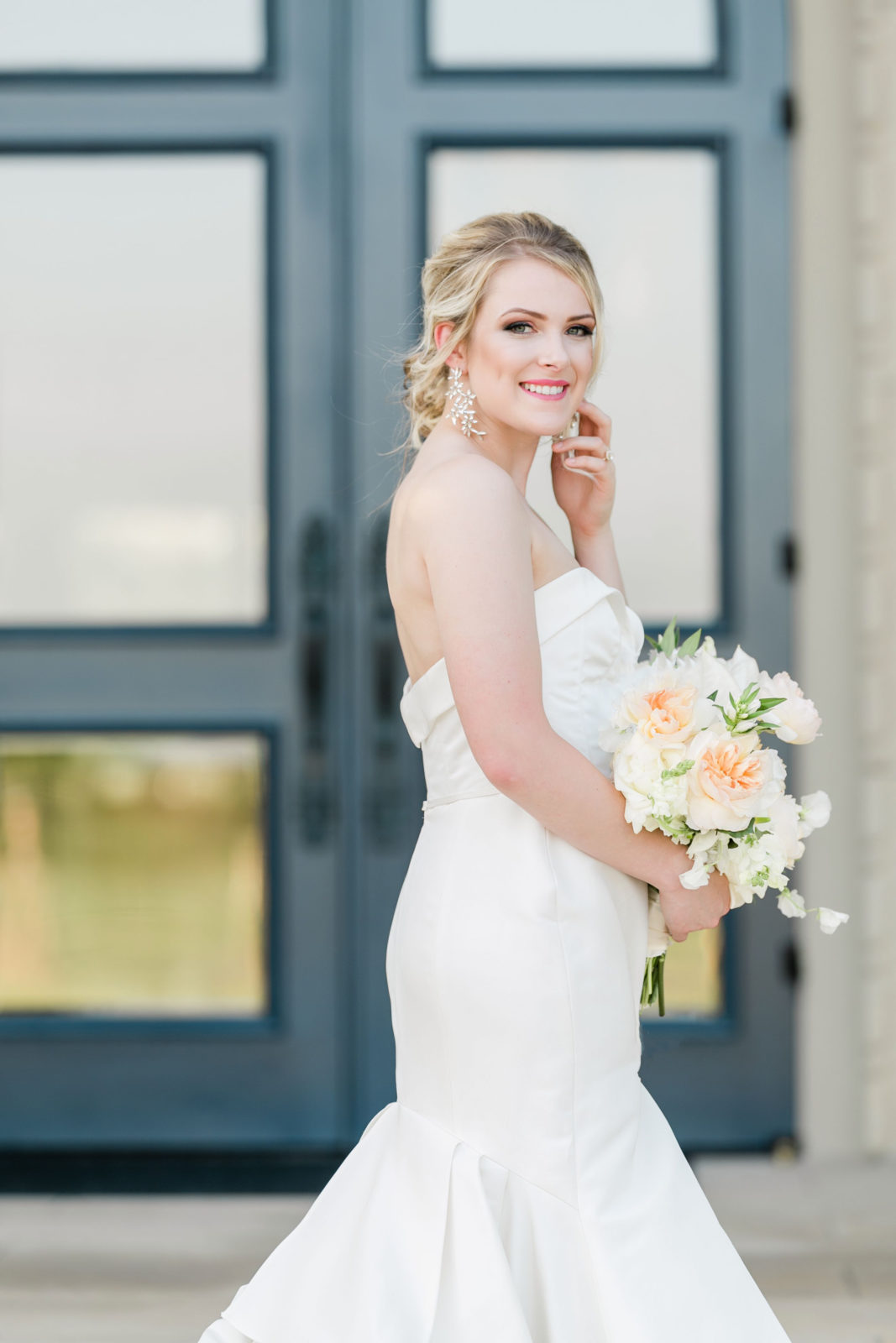 Chic bridal gown: Sophisticated and Chic wedding inspiration on Alexa Kay Events
