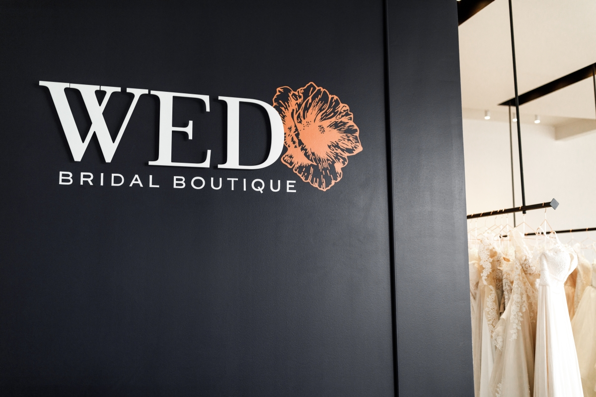 Decor inside WED Bridal Dress Boutique. Get to know this DFW wedding vendor on the Alexa Kay Events blog!
