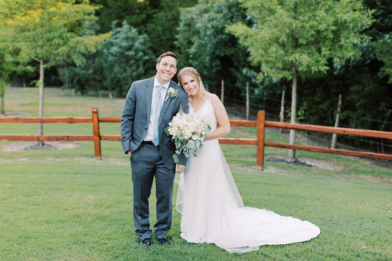 Texas wedding photography: | Romantic blue Texas wedding at Spring Venue by Alexa Kay Events