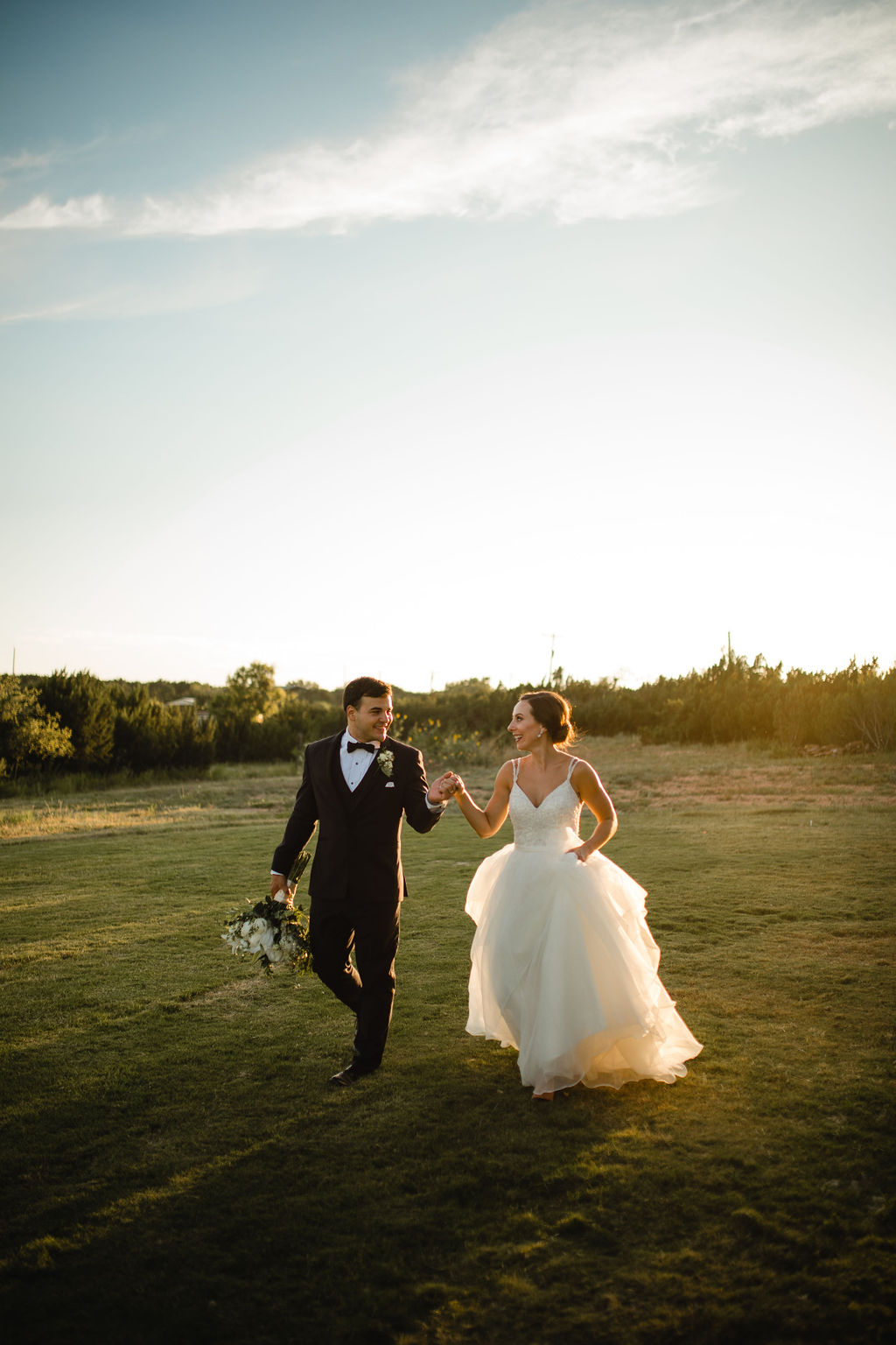 Golden hour wedding photo inspiration