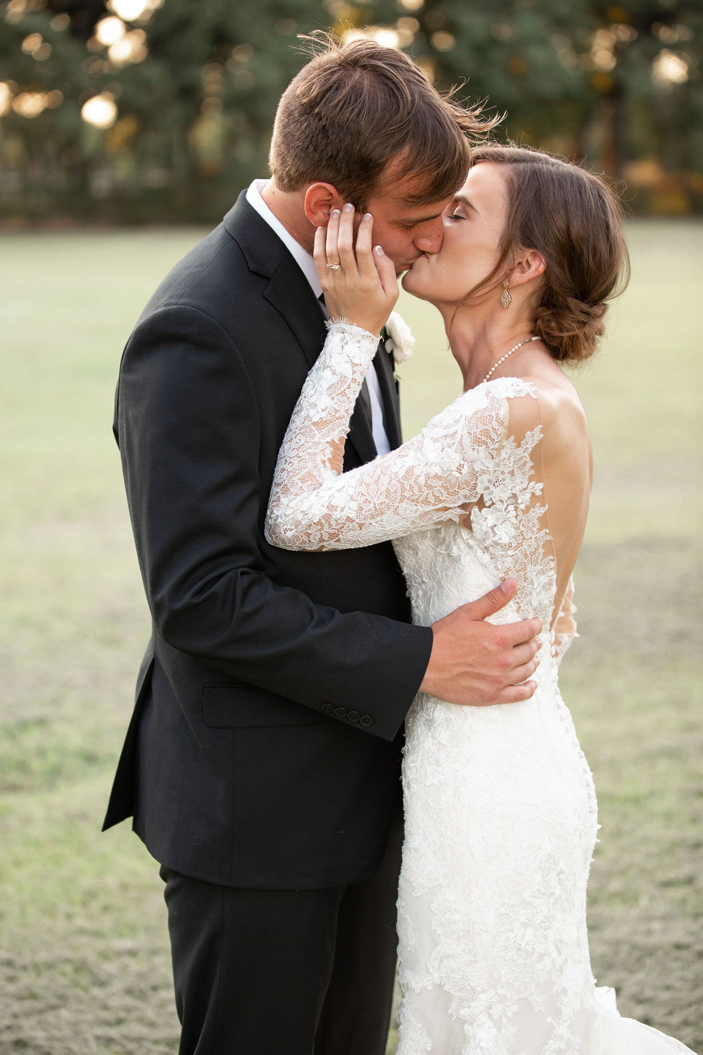 Fort Worth Wedding photography: Modern Minimalistic Wedding at The Emerson