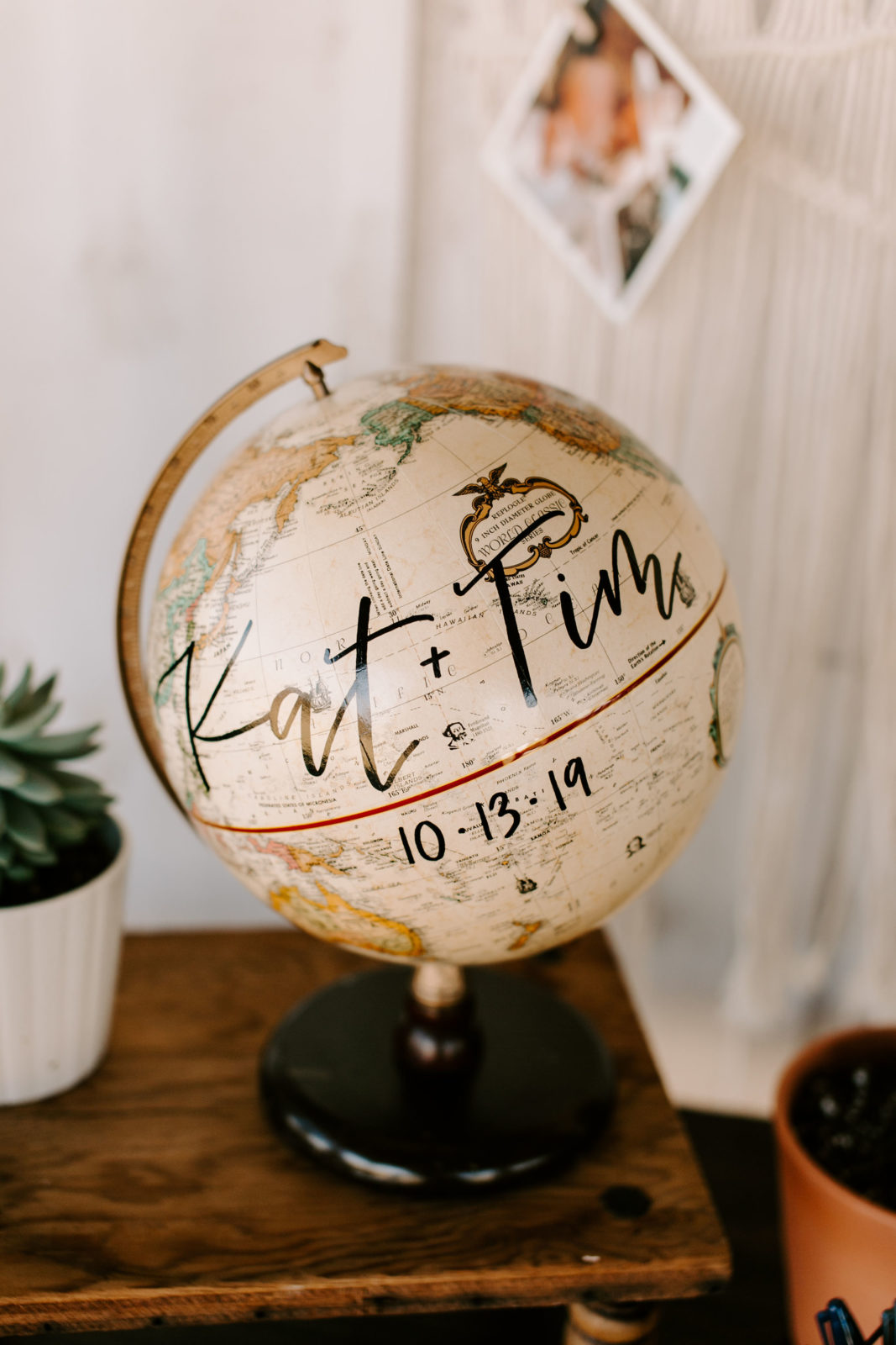 Vintage Globe Wedding Guest Book: Bohemian Big White Barn Wedding