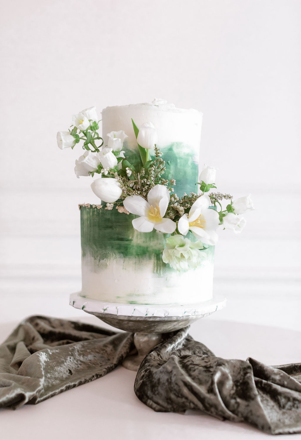 Butterfly Cakery greenery wedding cake: Elegant Dallas Wedding Inspiration at The Mason featured on Alexa Kay Events