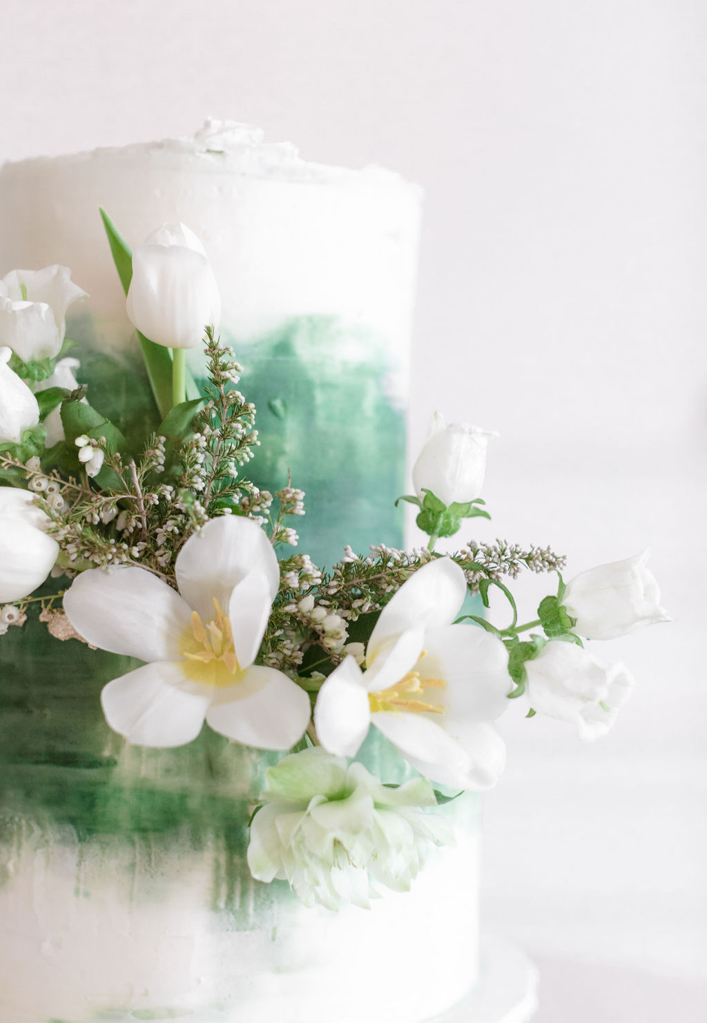 Butterfly Cakery wedding cake design: Elegant Dallas Wedding Inspiration at The Mason featured on Alexa Kay Events