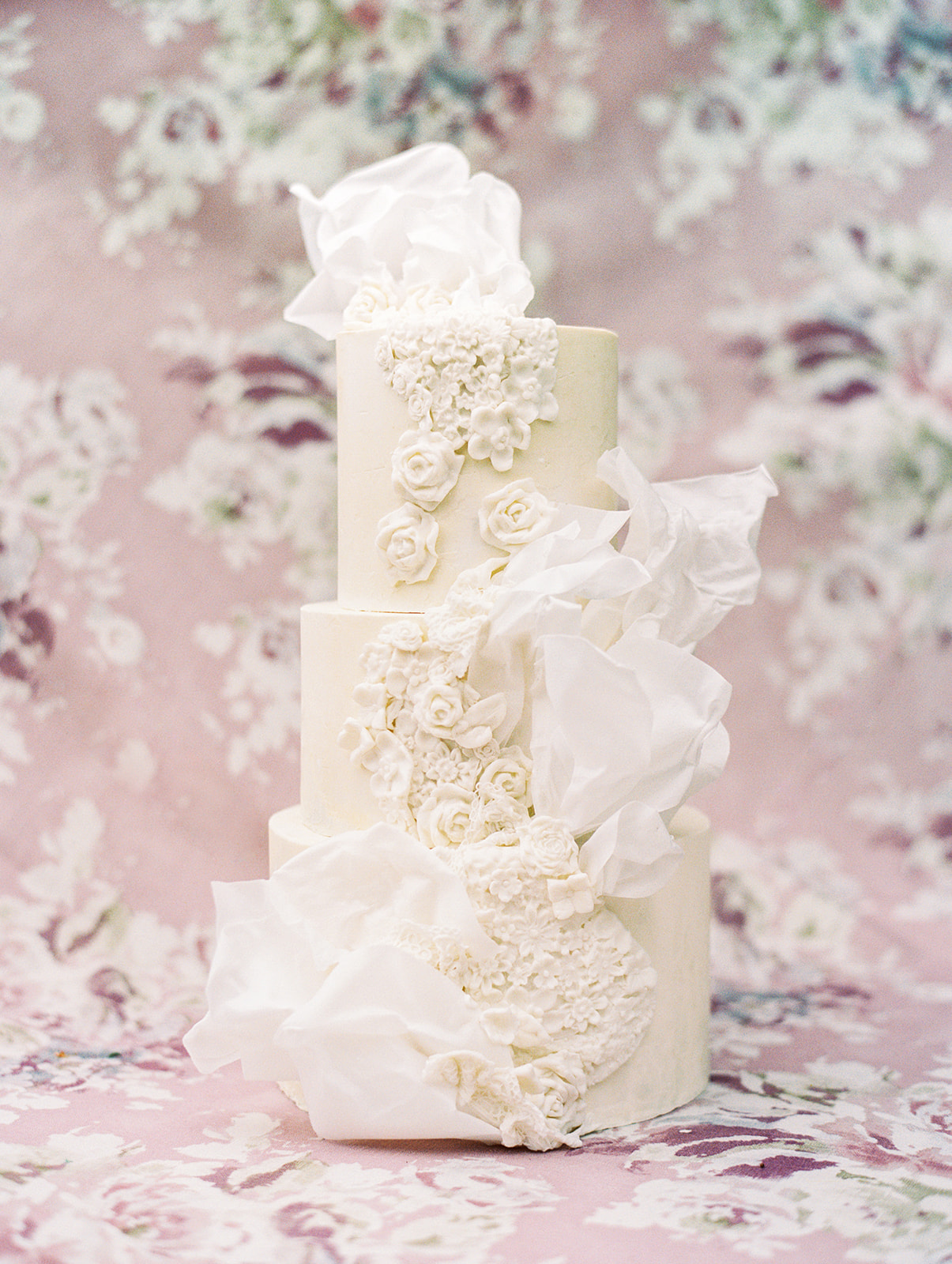 White floral wedding cake design | Butterfly Cakery | Alexa Kay Events