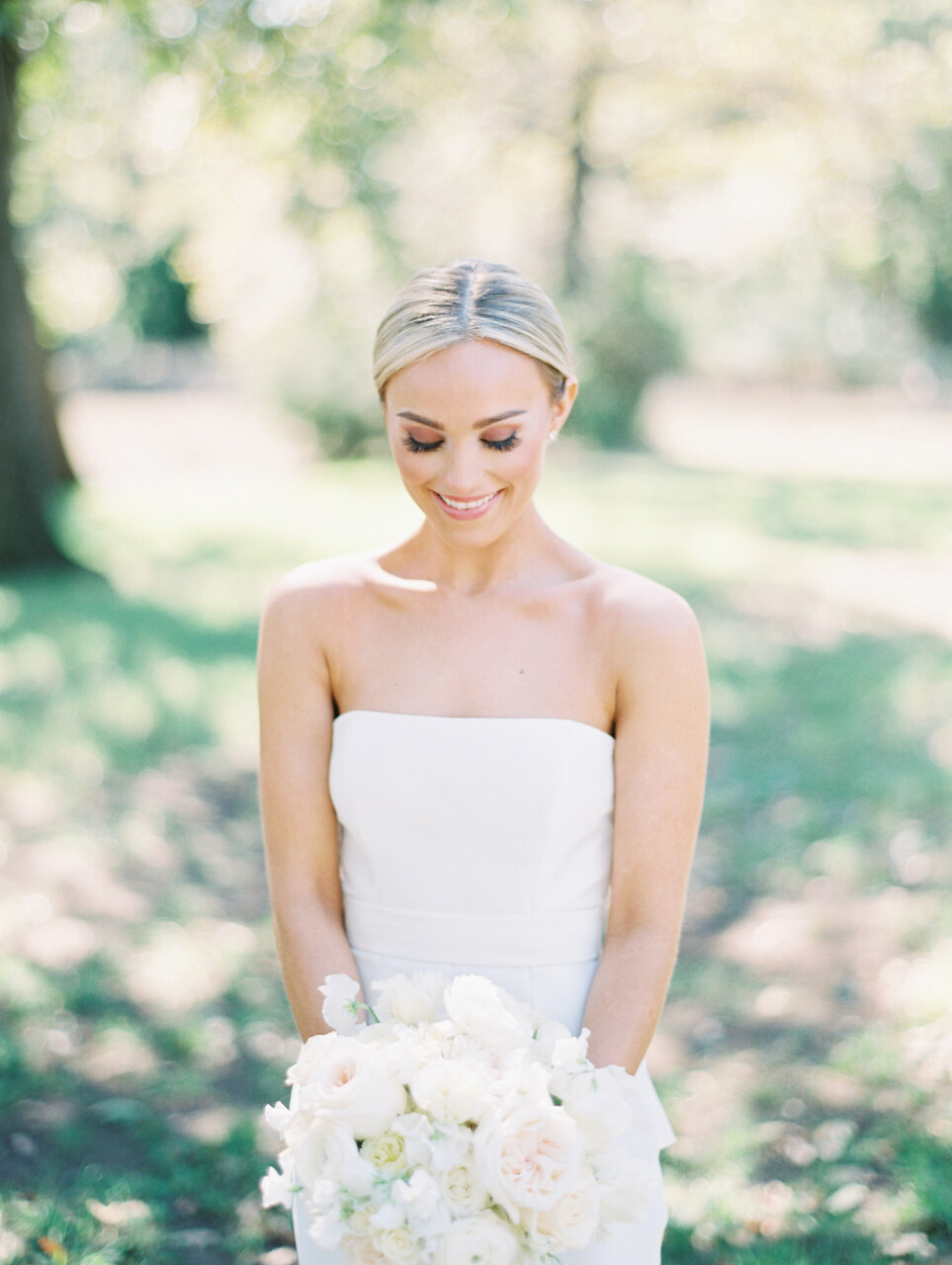 White wedding bouquet | Alexa Kay Events