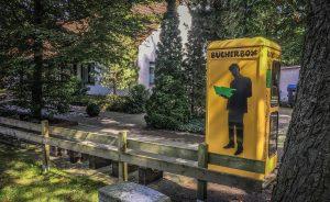 Die Bücherbox in Zschornewitz. Die Telefonzelle steht in einer Nebenstraße. Foto: Baumbach
