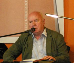 Klaus Walther, deutscher Schriftsteller, bei der Büchermeile der Leselust am 24.04.2010 im Tietz, Foto: GreenSaxonyAlly, CC-BY2.0, [https://creativecommons.org/licenses/by/2.0/]